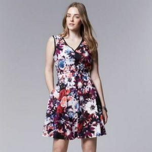 ❤Beautiful Vera Wang Sleeveless floral dress!